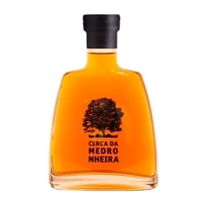 Cerca da Medronheira Aguardente de Medronho Arbutus Brandy